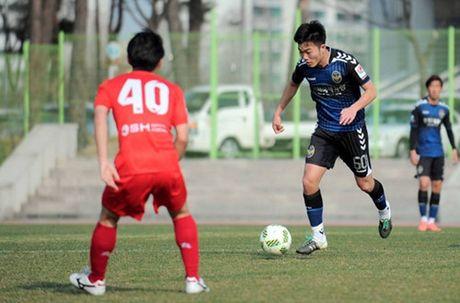 Tien ve Xuan Truong dung truoc 2 nga duong: Tuyen Viet Nam va CLB Incheon United - Anh 2