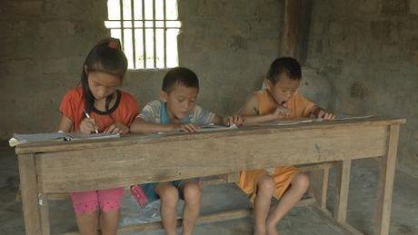 """Cam thuong hoan canh """"ga trong nuoi con"""" cua nguoi dan ong xu Nghe - Anh 2"""