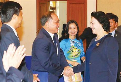 Hoat dong nguoi Viet bon phuong tuan qua - Anh 2