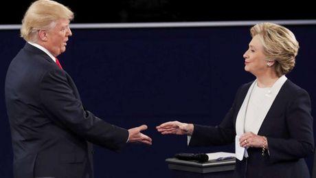 Trump vs Clinton: Dien bien 'nay lua' trong buoi tranh luan thu hai - Anh 1