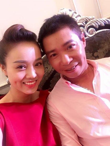 Thuc hu Cong Ly ket hon lan thu 4 voi nu phong vien xinh dep? - Anh 2