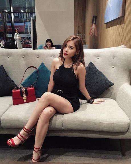 Hot: Ban gai Tien Dat khoe vong 1 'khung' giua pho Sai Gon - Anh 7