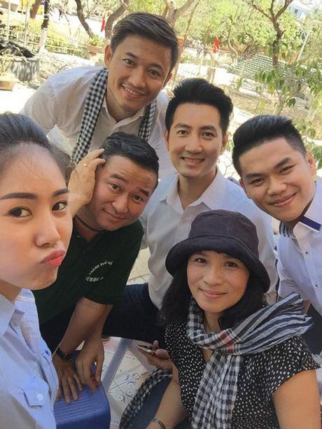Le Phuong khoe anh vui ve ben tinh cu, tinh moi - Anh 1