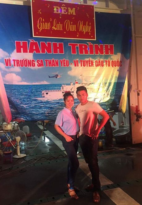 Le Phuong khoe anh vui ve ben tinh cu, tinh moi - Anh 6