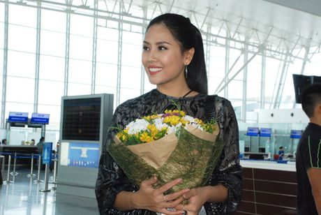 Nguyen Thi Loan rang ro len duong sang My tham du HH Hoa Binh Quoc te 2016 - Anh 2