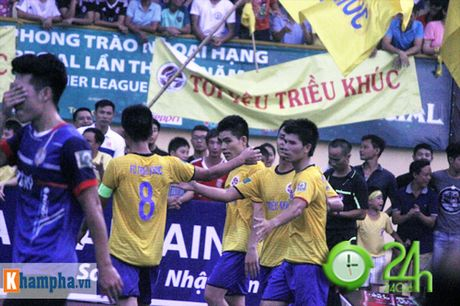 "Giai ""phui"" canh tranh suc nong voi doi tuyen Viet Nam - Anh 1"