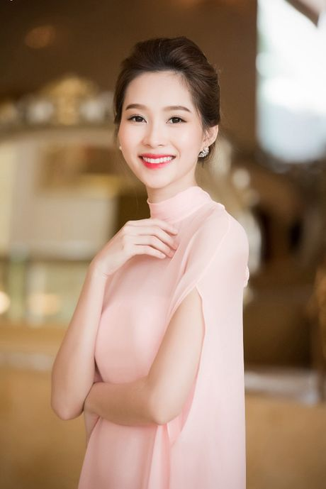 Hoa hau Dang Thu Thao: 'Tay choi' hang hieu kin tieng cua Vbiz - Anh 1