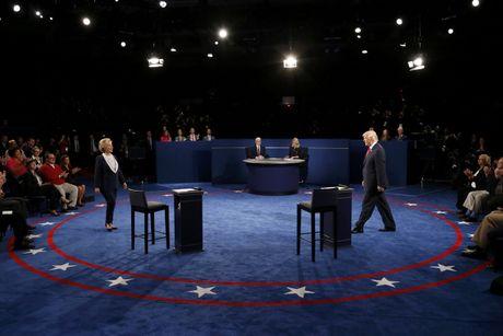 WSJ: Cu tri tha bau cho ben thu ba hon la Clinton hay Trump - Anh 2