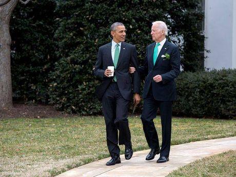 Tong thong Barack Obama tu lam vong tay tinh ban tang Pho tong thong Joe Biden - Anh 10