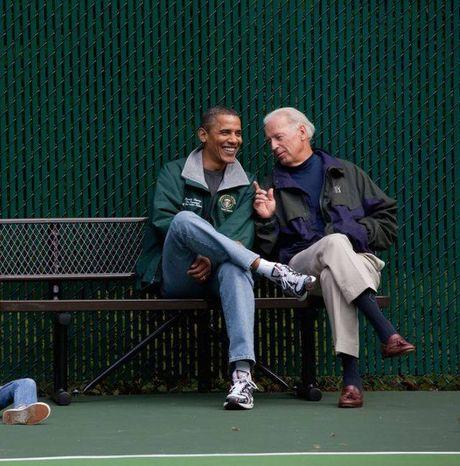 Tong thong Barack Obama tu lam vong tay tinh ban tang Pho tong thong Joe Biden - Anh 13