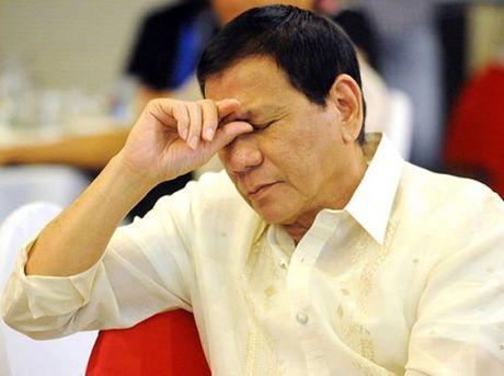 Ong Duterte khong nhac den tranh chap Scarborough khi tham Trung Quoc - Anh 1