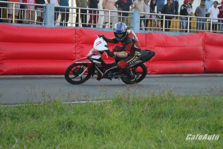 Giai dua xe mo to cup quoc gia vong 11 nam 2016: Kich tinh den phut cuoi cung - Anh 15