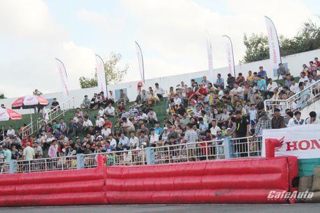Giai dua xe mo to cup quoc gia vong 11 nam 2016: Kich tinh den phut cuoi cung - Anh 9
