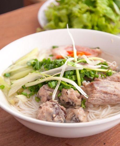 Bun moc suon chua ngon mieng cho sang dau tuan - Anh 3