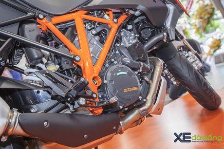 Ra mat sieu mo to KTM 1290 Super Duke GT gia 690 trieu dong - Anh 10