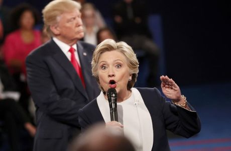 Vi sao ong Trump di long vong quanh ba Hillary? - Anh 2