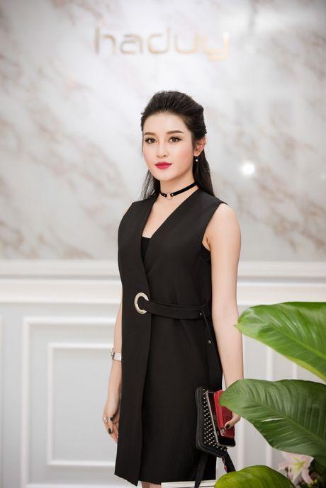 Hong Que sat ngay sinh no van di event - Anh 1