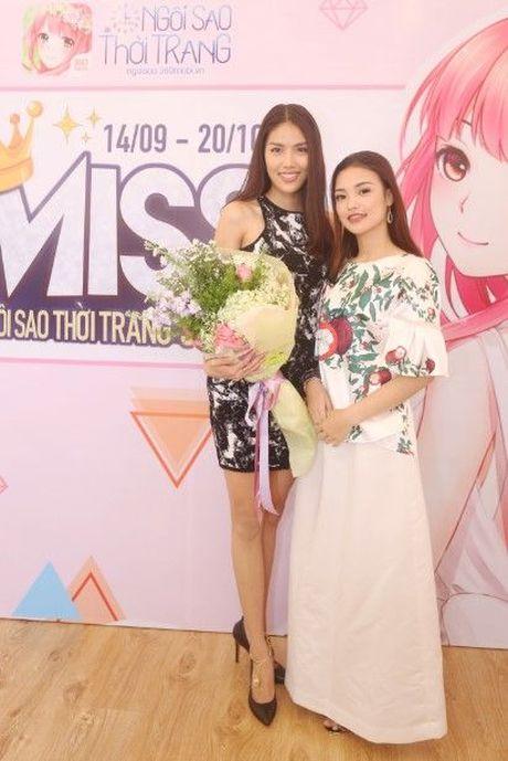 HLV Lan Khue tan tam chi dan cho top 3 - miss NSTT 360mobi trong buoi chup anh - Anh 2