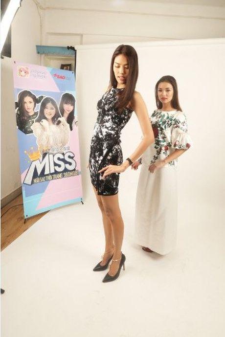 HLV Lan Khue tan tam chi dan cho top 3 - miss NSTT 360mobi trong buoi chup anh - Anh 4