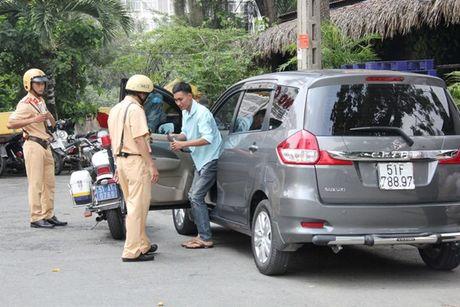 Uber huong dan tai xe doi pho co quan chuc nang - Anh 1