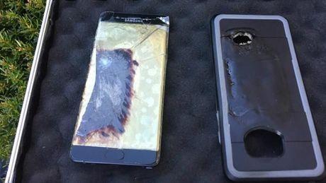 Dang dua cho di dao, nguoi dung hoang hon vi Galaxy Note7 ban 'an toan' phat no - Anh 3