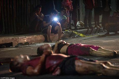 Chum anh: Hon 3.700 nguoi da chet trong cuoc chien chong toi pham ma tuy o Philippines - Anh 9