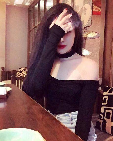 Dung tuong con sot vong choker da ha nhiet boi con gai Viet lai dang me tit kieu choker ban to nay - Anh 16