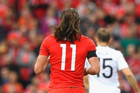 Thao chun buoc, Gareth Bale de lo mai toc dai mem mai nhu... thieu nu - Anh 2