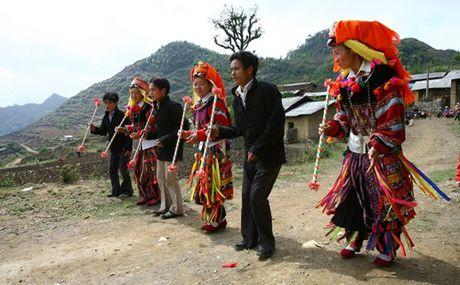 Truyen day van hoa truyen thong phi vat the cho ba con Lo Lo - Anh 1
