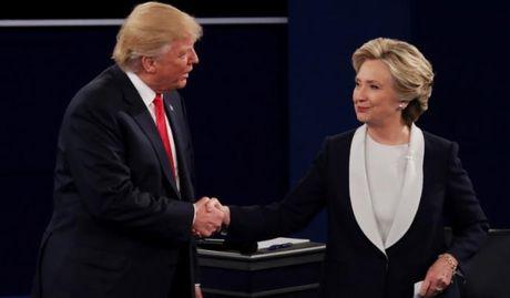 Video Donald Trump doa bo tu ba Clinton - Anh 1