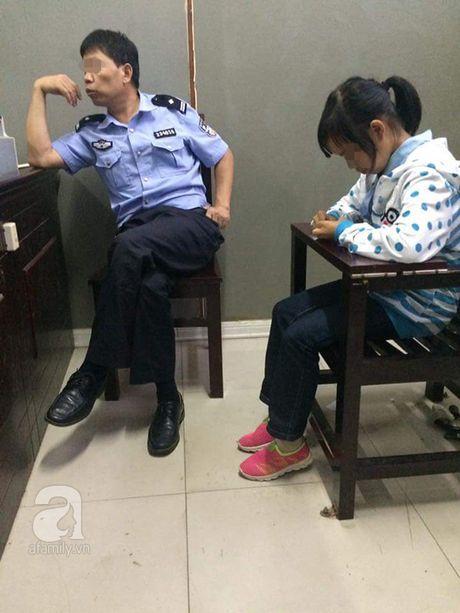 Ha Noi: Cong an tich cuc tim hieu than nhan cua be gai 12 tuoi mang thai bi ban qua Trung Quoc - Anh 5