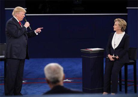 Tranh luan lan 2: Ong Trump thay doi chien thuat cong kich ba Clinton - Anh 1