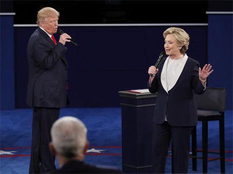 Tranh luan lan 2: Ong Trump thay doi chien thuat cong kich ba Clinton - Anh 2