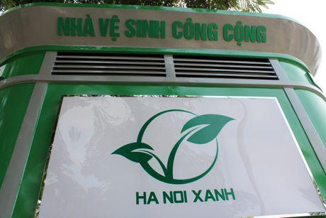 Can canh: Nha ve sinh cong cong mau moi sap duoc trien khai o Ha Noi - Anh 18
