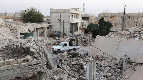 Phe doi lap Syria tim cach trang bi vu khi phong khong o Aleppo - Anh 1