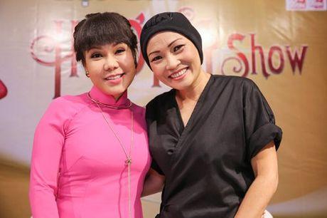 Viet Huong deo day chuyen vang hon 2 ty di ra mat show moi - Anh 6