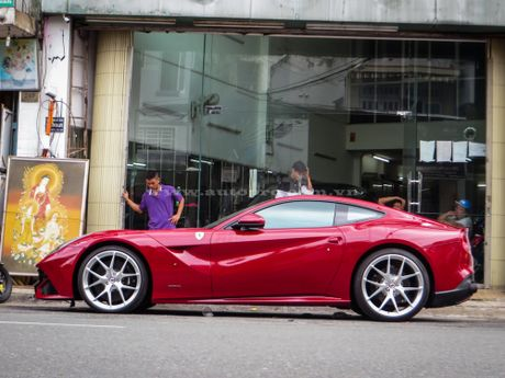 Ban do Ferrari F12 Berlinetta doc nhat Viet Nam rao ban gan 17 ty Dong - Anh 2