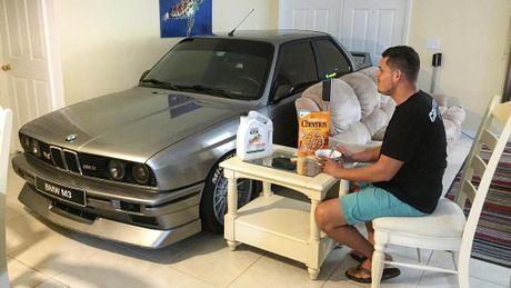 Chevrolet Corvette 'chet duoi', BMW M3 nam trong phong khach vi bao Matthew - Anh 1