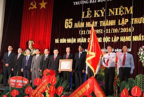 Truong Dai hoc Su pham Ha Noi ky niem 65 nam ngay thanh lap - Anh 1
