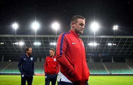 Rooney ngoi du bi tran Slovenia - Anh: Thao phanh kim ham - Anh 1