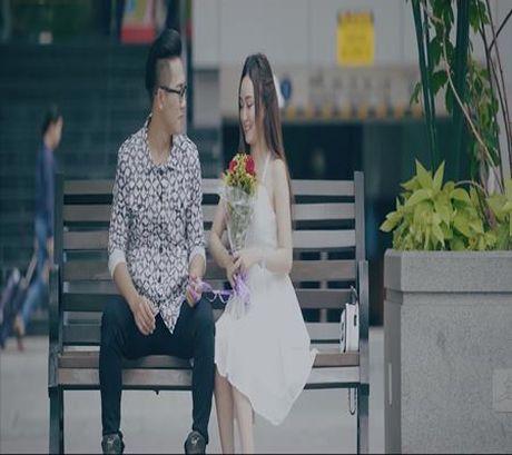 Chau Khai Phong cau hon ban gai trong MV moi - Anh 2
