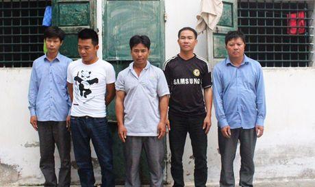 Bat, khoi to 5 doi tuong danh bac trong rung, thu 250 trieu dong - Anh 1