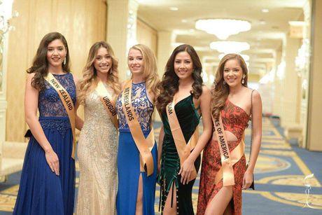 Nguyen Thi Loan he lo ve 'doi thu' tai Miss Grand International 2016 - Anh 5