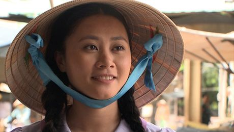 Ba xa dien vien hai Gia Bao can nuoc mat khi lam tinh dich cua Van Trang - Anh 1