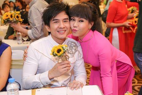 Dan Truong, Phuong Thanh chuc mung Liveshow dau tien cua Viet Huong - Anh 6