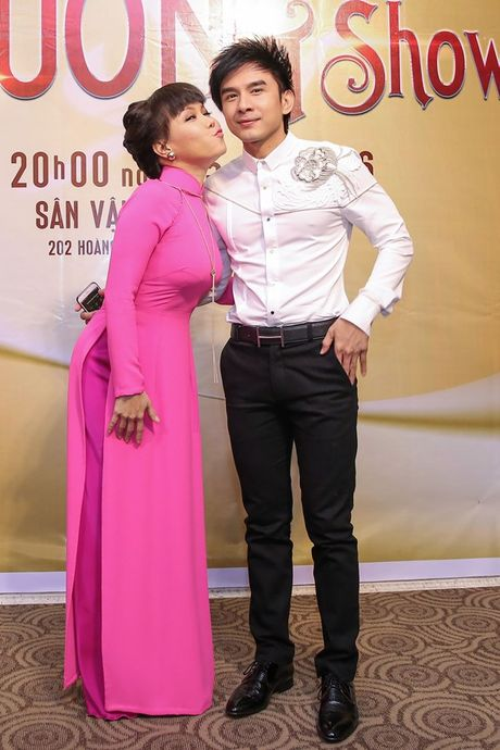 Dan Truong, Phuong Thanh chuc mung Liveshow dau tien cua Viet Huong - Anh 8