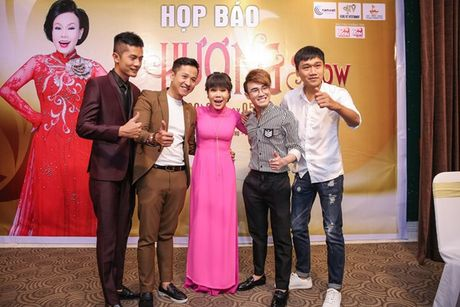 Dan Truong, Phuong Thanh chuc mung Liveshow dau tien cua Viet Huong - Anh 9