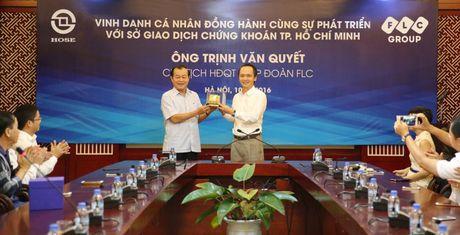 So Giao dich Chung khoan TP.HCM vinh danh ong Trinh Van Quyet - Anh 1