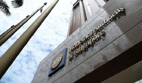Nghi dinh be boi 1MDB, Singapore lai dong cua ngan hang - Anh 1