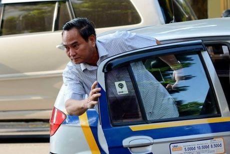 Hoan ho: Khoan xe cong, Thu truong Bo Tai chinh di lam bang taxi - Anh 1